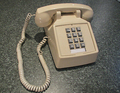 Nice U.S.A. made 1990's beige press-button BELL telephone '92 American phone VGC