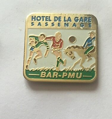 @@@ superbe pin's RUGBY BAR PMU HOTEL DE LA GARE SASSENAGE cheval @@@