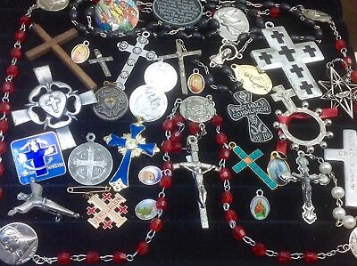 Lot Of Vintage~Now Catholic/religious Rosaries, Crucifixes, Medals...   (E35)