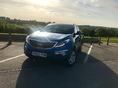 SUPERB SPORTY BLUE KIA SPORTAGE DIESEL ESTATE 4x4 1.7 CRDi ISG 2 5dr K-X3 K-X2