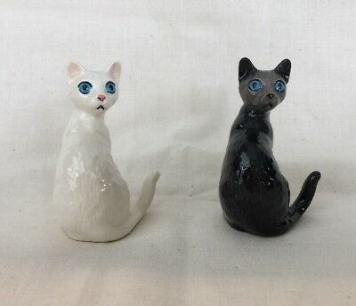 Hagen Renaker Pottery Pair Of Black And White Cats