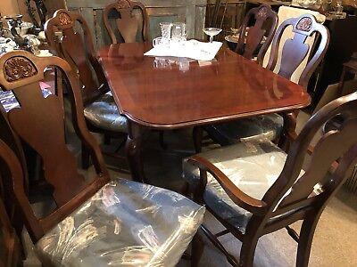 "VTG MAHOGANY  DINING ROOM DINNER TABLE & CHAIRS 60"" By 40"" + 2 LEAVES 18"" each"