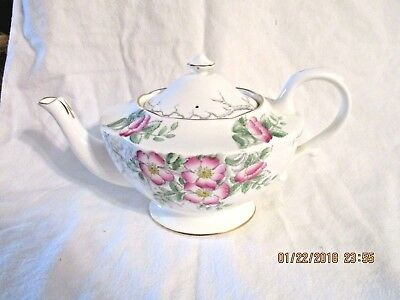 Hammersley ROSE OF ENGLAND Large Teapot 1946 Artist Number and Date on Base