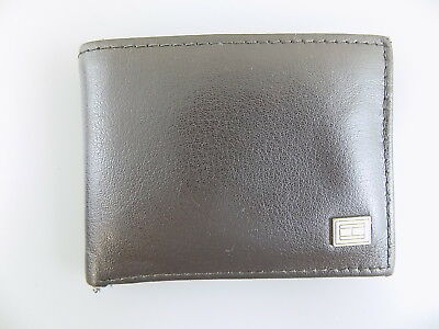 14f5649098 Tommy Hilfiger $95 Brown Bifold MEN Leather Wallet 4 CREDIT CARDS BILLFOLD  O23