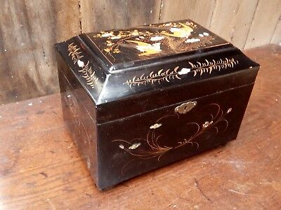 19th century chinese lacquered tea caddy wonderfully decorated