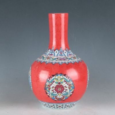 China Colorful Porcelain Painted Flowers Vase Made During TheDaqingQianlong w