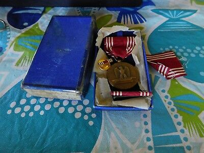 Wwii Boxed Good Conduct Medal With Extra Ribbon Bar And Lapel  Button