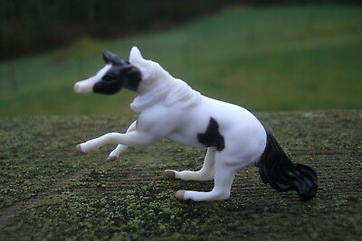 Breyer Mini Whinnies Surprise Series 3 Houdini Cutting Stock Mare Pinto Whinnys