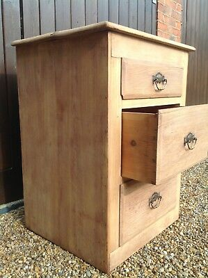 Small Pine Chest of Drawers/Bedside cabinet