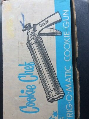 Vintage COOKIE CHEF Trig-O-Matic Cookie Gun Set 7 Disks 3 Tips Recipes
