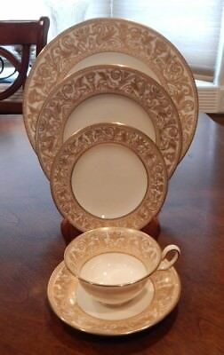 """Wedgwood """"Florentine"""" Gold Dragons Gold Stamp W4219  5 Piece Place Setting (S)"""