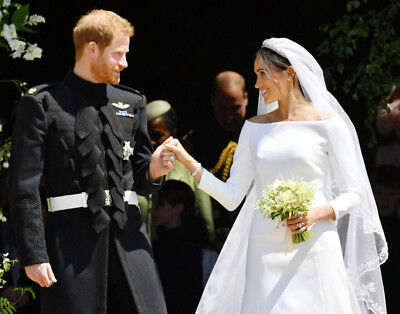 """Meghan Markle and Prince Harry UNSIGNED 6/"""" x 4/"""" wedding photograph M5196"""