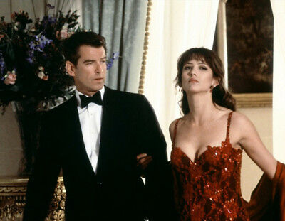 The World Is Not Enough photograph - M207 - Pierce Brosnan and Sophie Marceau