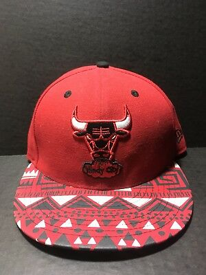 16b5407b9 VINTAGE CHICAGO BULLS Red Embroidered Spellout Windy City Snapback ...