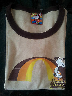 Snoopy peanuts Schulz khaki brown tshirt L women's teens DOE
