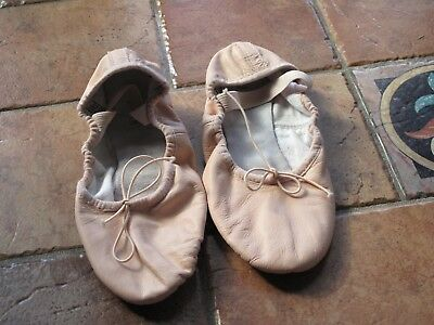BLOCH ballet flat shoes WORN TWICE size 4.5B pink ( in an awesome condition)