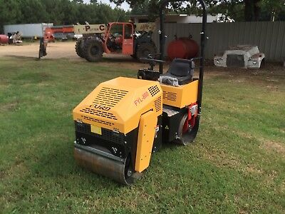 Vibratory Roller, briggs & Stratton 13.5 HP, Parker hydraulics road and asphalt