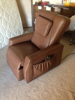 Niagara Ruby R massage Chair in excellent condition