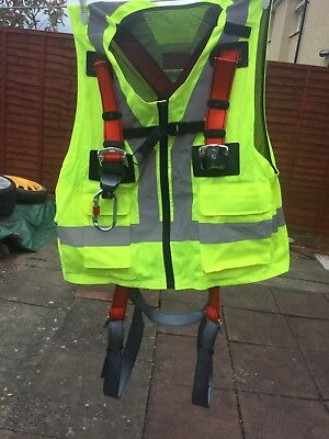 full body safety harness with hi vis new medium size but will easily fit large