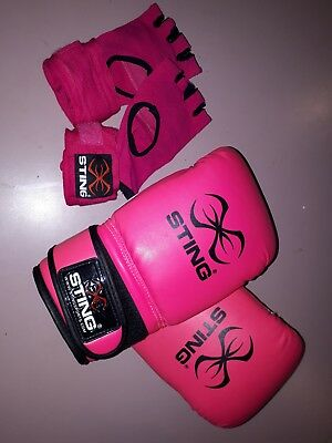 ladies sting boxing gloves and hand wraps
