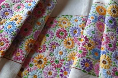 Vintage Hand Embroidered Linen Tablecloth~Lots Amazing Vibrant Coloured Daisies