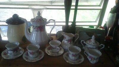 VINTAGE FINE PORCELAIN TEA POT MADE IN POLAND by CRYSTAL CLEAR ROSE PATTERN
