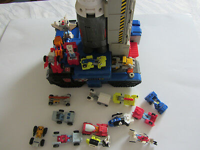 Transformers Raketen Basis rocket base mit 18 kleinen Transformers ca. 5 cm