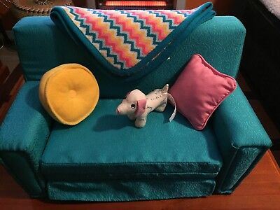 AMERICAN GIRL MARYELLEN SOFA BED / COUCH With Accessories - As New!!