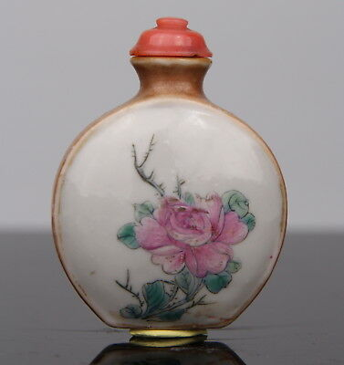 Antique Chinese Porcelain Famille rose Snuff Bottle 19th C. Qing