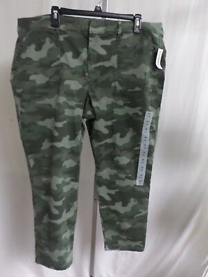Women's Old Navy  Mid-Rise Green Camo Utility Pixie Chino Ankle Pants  Sz 18 Nwt