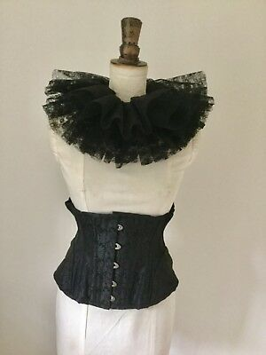 Black lace circus neck ruff, pierette clown, Burlesque costume.