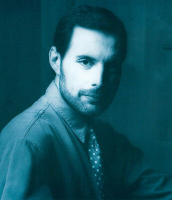 Freddie Mercury UNSIGNED photograph - M816 - Lead singer of Queen - NEW IMAGE!!!