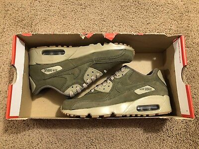 separation shoes 1342e 694e7 Nike Air Max 90 Winter PRM GS Medium Olive Gum 943747 200 Boy s Size 4.5 5