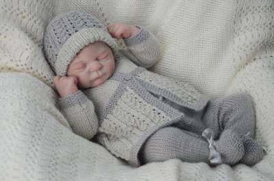 """Knitted Preemie 3 pce outfit  suit 3-5lb baby/doll 15-17"""" Reborns  - SIZE 00000"""