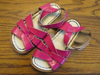 92f65233fb64 Salt Water Sandals by Hoyway girls size 8 bright pink patent leather Very  good