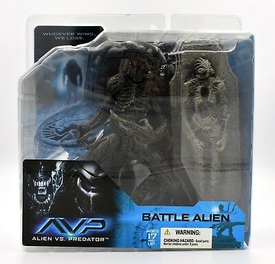 McFarlane Toys - Alien vs. Predator AVP - Battle Alien Action Figure Set