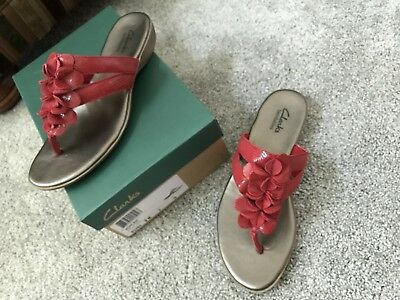 bb512a33a71 CLARKS CLOUD STEPPERS Arla Glison Heather Red Fabric Flip Flop ...