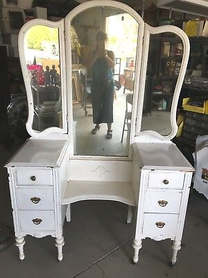 """Antique 1930's Vanity w/ TRIPLE MIRROR ON WHEELS """"ALL ORIGINAL"""" Must Sell Quick"""