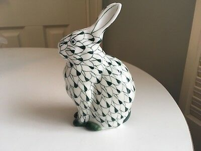 Porcelain Bunny Rabbit Green And White Fish Net Pattern