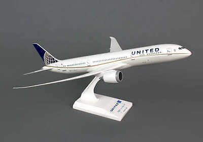 Skymarks Model United Airlines Boeing 787-9 1/200 Scale with Stand Reg N38950
