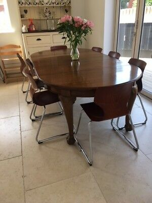 Extending Victorian Oak dining table - in superb condtion - sits 8 - 10 people
