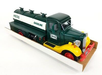 1982/83 THE FIRST HESS TRUCK Mint Condition in Original Box - Collectible