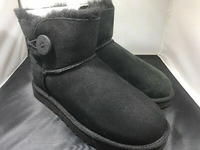 e731cc130d0 Ugg Womens Mini Bailey button II black boots size 7 # 1016422 ( 732)