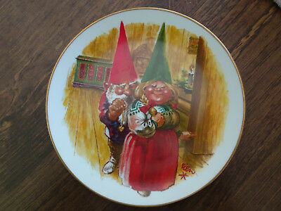 """Gnome Collector Plate """"GIFT OF LOVE"""" 1981 by Rien Poortvliet"""