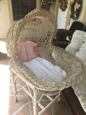 Antique/vintage Charming Wicker Baby Bassinet From Australia Photo Prop Pick Up