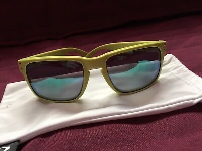 d58e2fd7ec Oakley Holbrook POLARIZED Sunglasses Mat Fern Green Jade Iridium Heaven    Earth