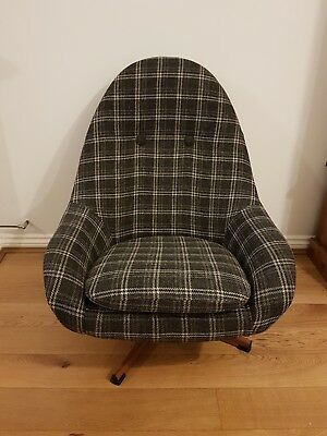 Genuine Greaves And Thomas swivel Egg Chair mid century vintage retro
