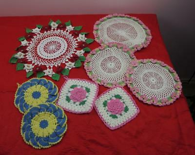 Assorted lot of 8 beautiful handmade vintage doilies and potholders (lot 7747)