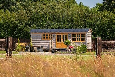 Ockeridge Rural Retreats Family Shepherd Hut - Glamping Holiday