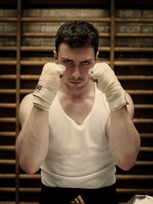 Aaron Taylor-Johnson UNSIGNED photographs - M2351 - Handsome English actor